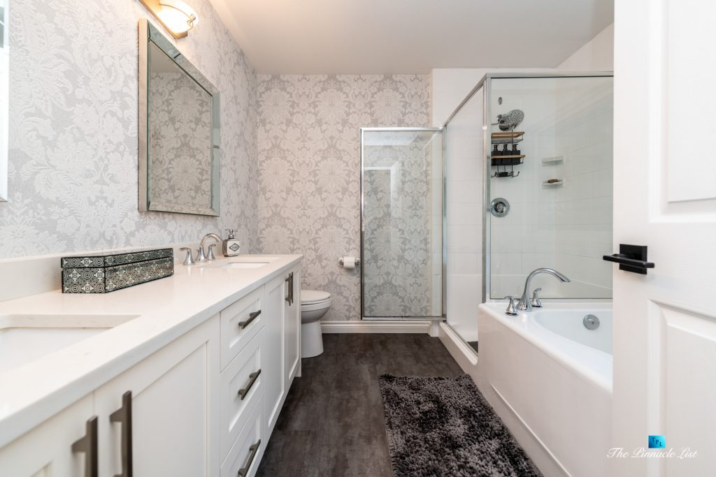 2366 Sunnyside Rd, Anmore, BC, Canada - Master Bathroom