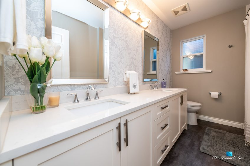 2366 Sunnyside Rd, Anmore, BC, Canada - Washroom