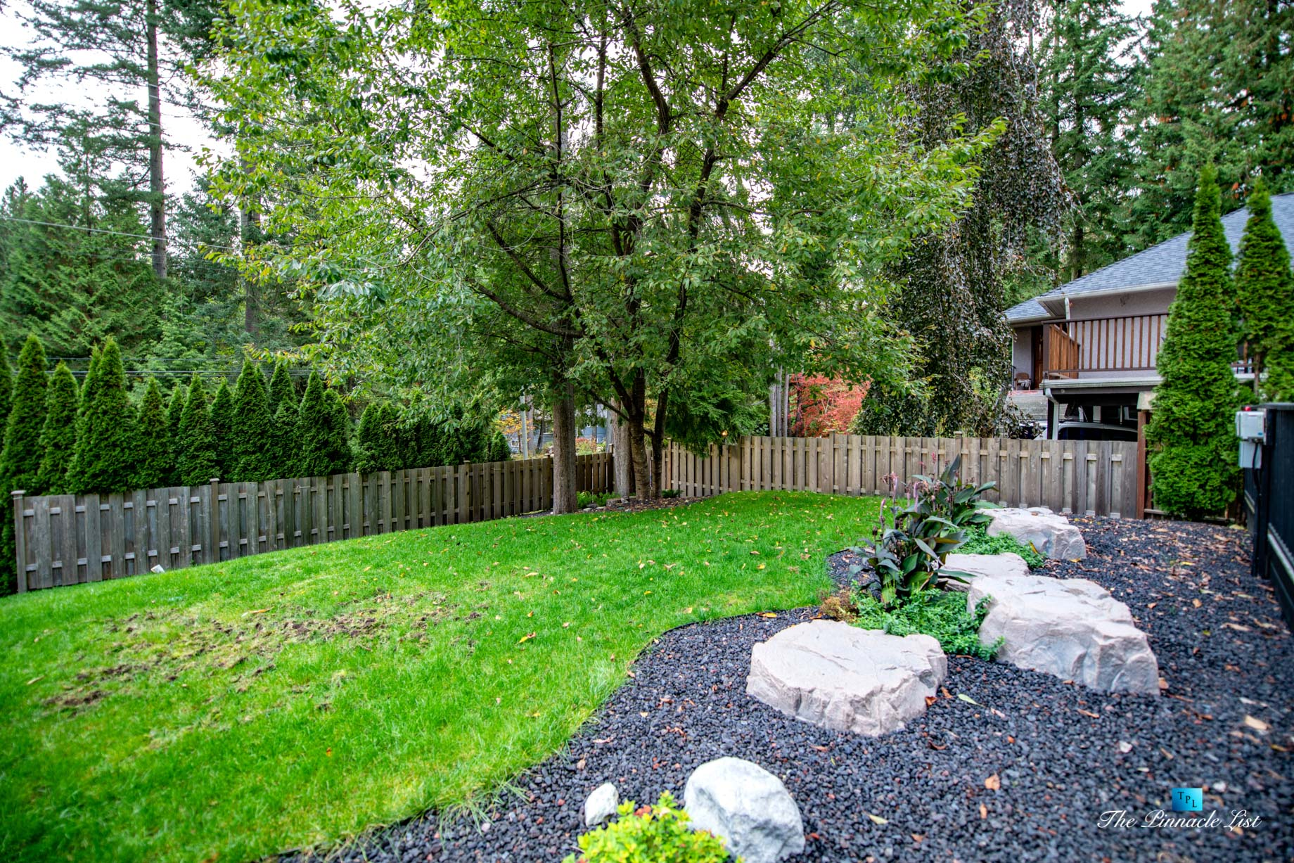 2366 Sunnyside Rd, Anmore, BC, Canada - Exterior Front Yard