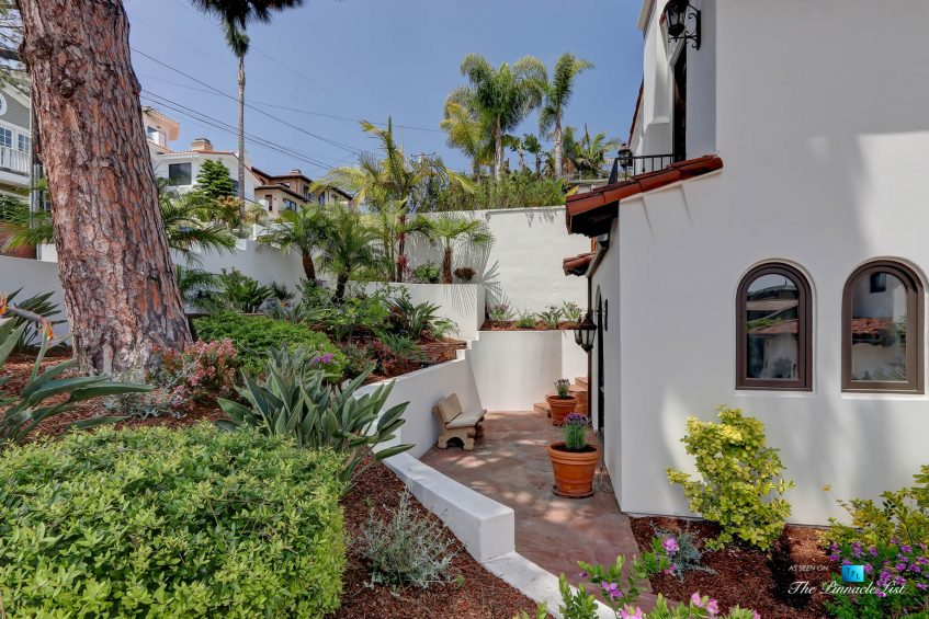 853 10th Street, Manhattan Beach, CA, USA - Exterior Front Side Patio