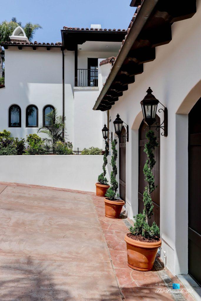 853 10th Street, Manhattan Beach, CA, USA - Exterior Front Garage Doors