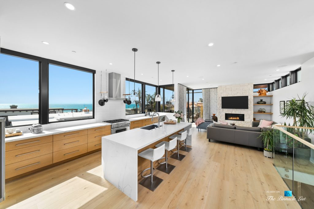 246 30th Street, Hermosa Beach, CA, USA - Kitchen and Living Room