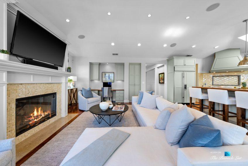 877 8th Street, Manhattan Beach, CA, USA - Living Room and Kitchen