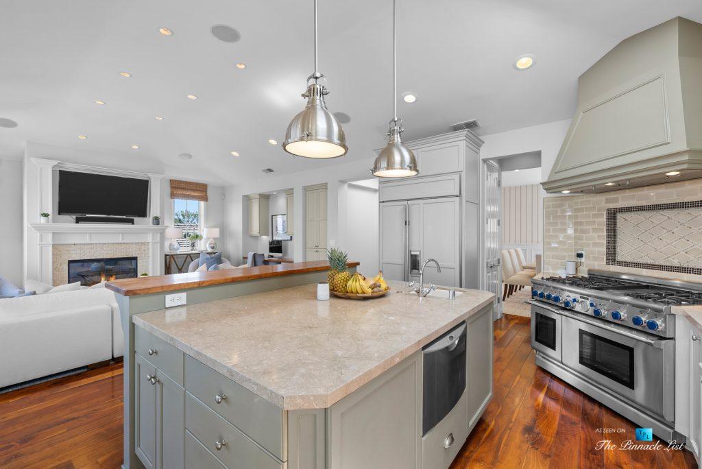 877 8th Street, Manhattan Beach, CA, USA - Kitchen and Living Room