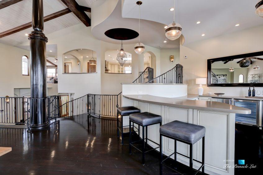853 10th Street, Manhattan Beach, CA, USA - Living Room Bar
