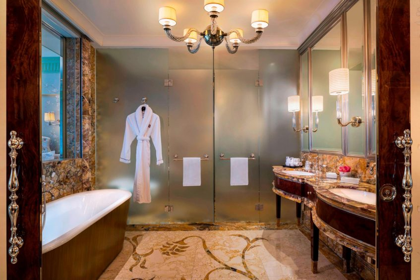 The St. Regis Singapore Luxury Hotel - Singapore - Astoria Suite Bathroom