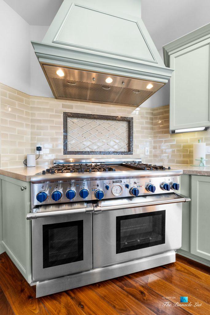 877 8th Street, Manhattan Beach, CA, USA - Kitchen Thermador Gas Range