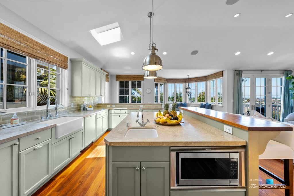 877 8th Street, Manhattan Beach, CA, USA - Kitchen View