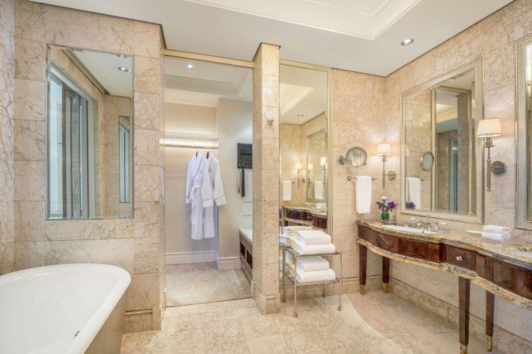 The St. Regis Singapore Luxury Hotel - Singapore - St. Regis Suite Bathroom