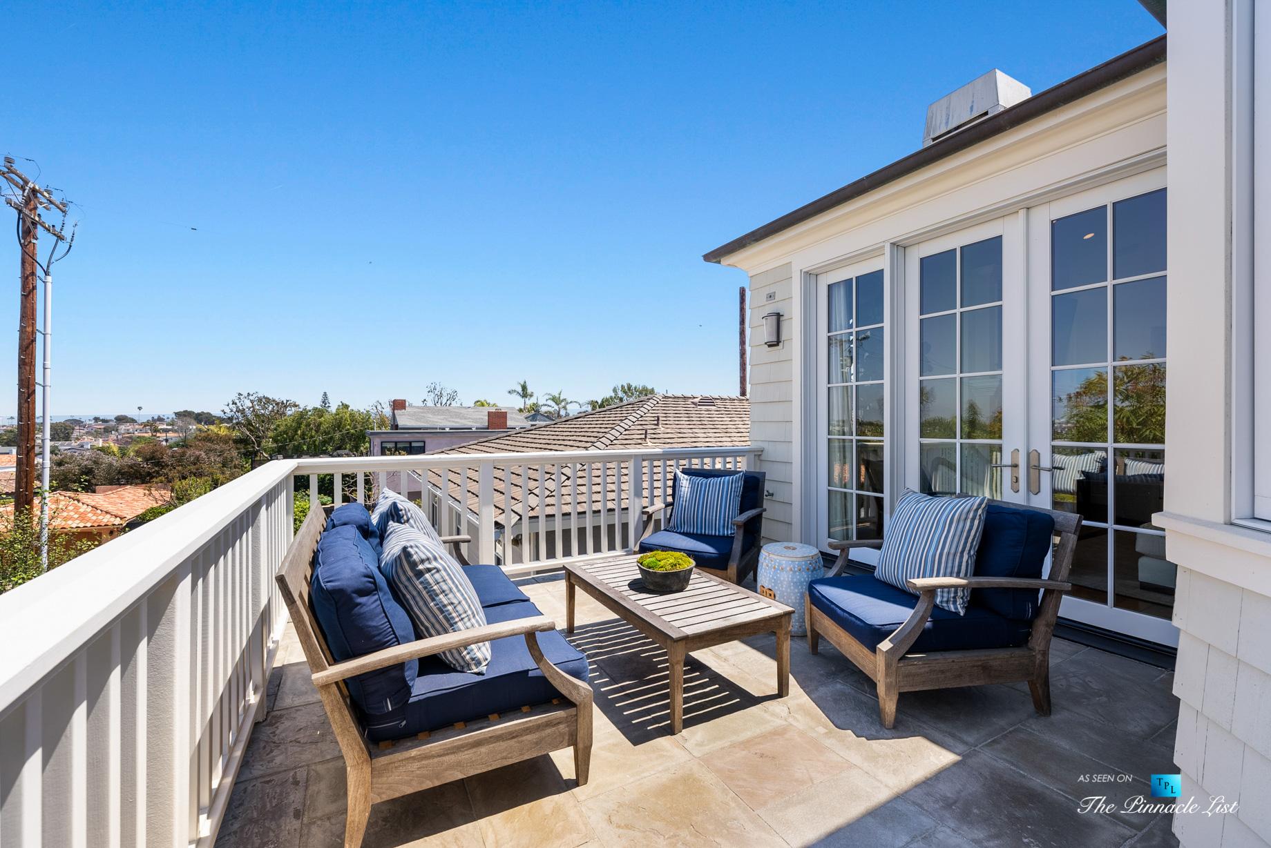 877 8th Street, Manhattan Beach, CA, USA - Top Level Patio Seating