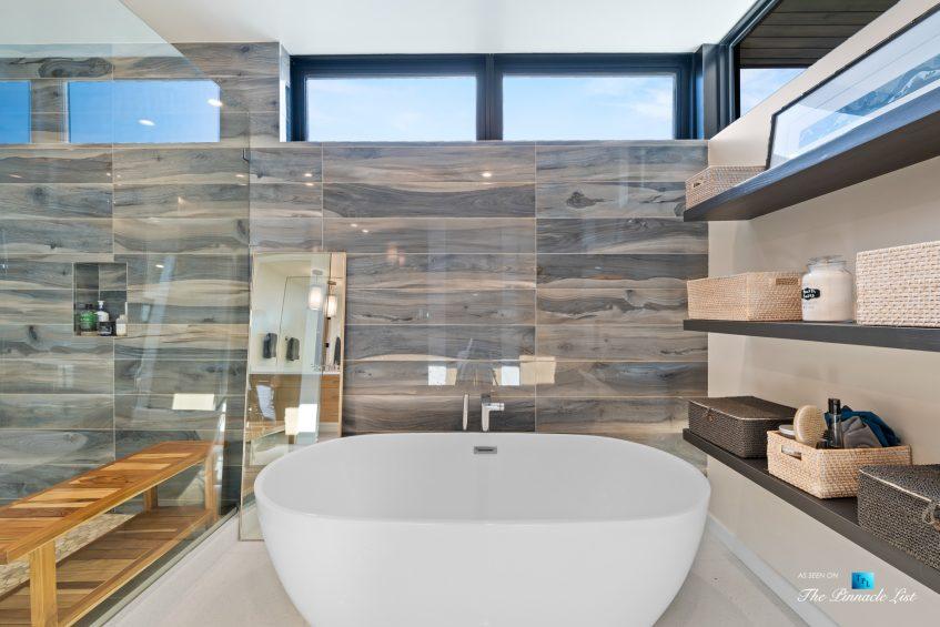 246 30th Street, Hermosa Beach, CA, USA - Master Bathroom Tub
