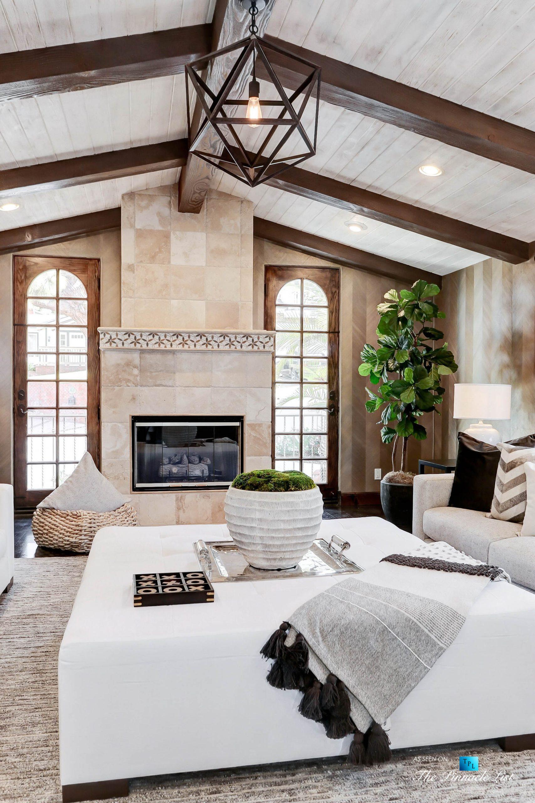 853 10th Street, Manhattan Beach, CA, USA - Family Room Fireplace