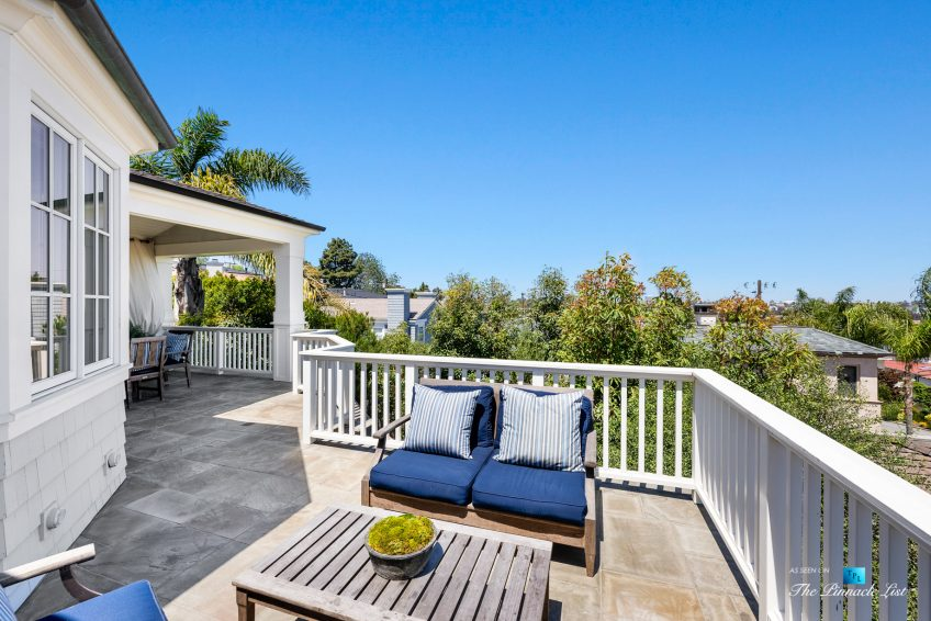 877 8th Street, Manhattan Beach, CA, USA - Top Level Patio Seating View
