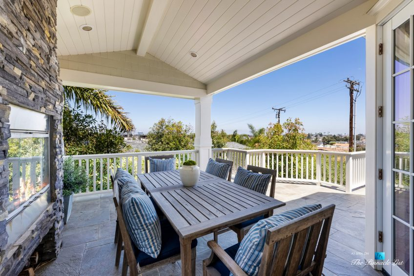 877 8th Street, Manhattan Beach, CA, USA - Covered Top Level Patio Table and Chairs
