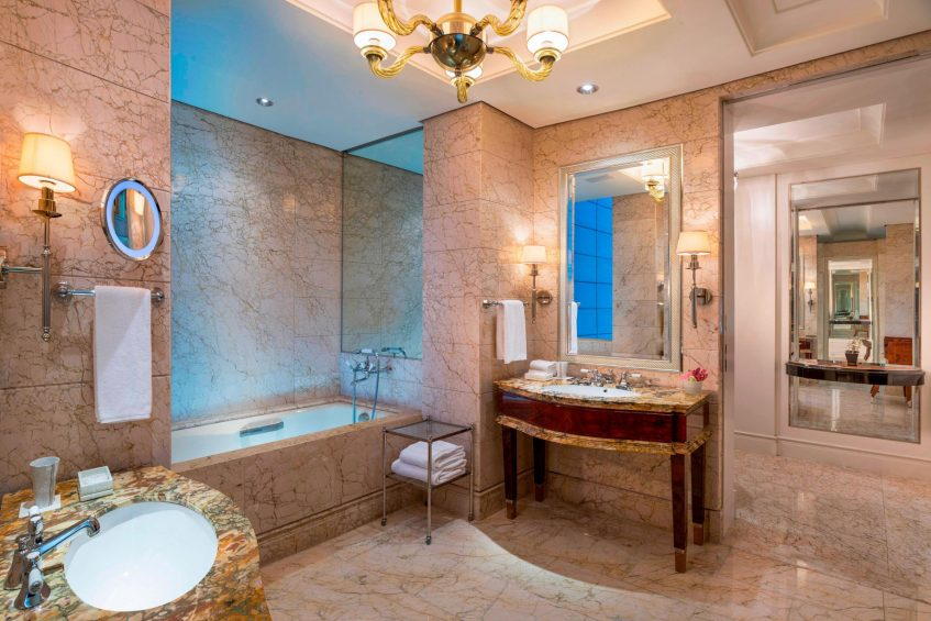 The St. Regis Singapore Luxury Hotel - Singapore - Lady Astor Guest Bathroom