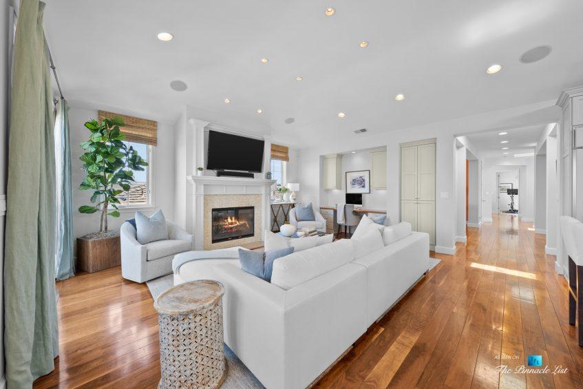 877 8th Street, Manhattan Beach, CA, USA - Living Room and Main Hallway