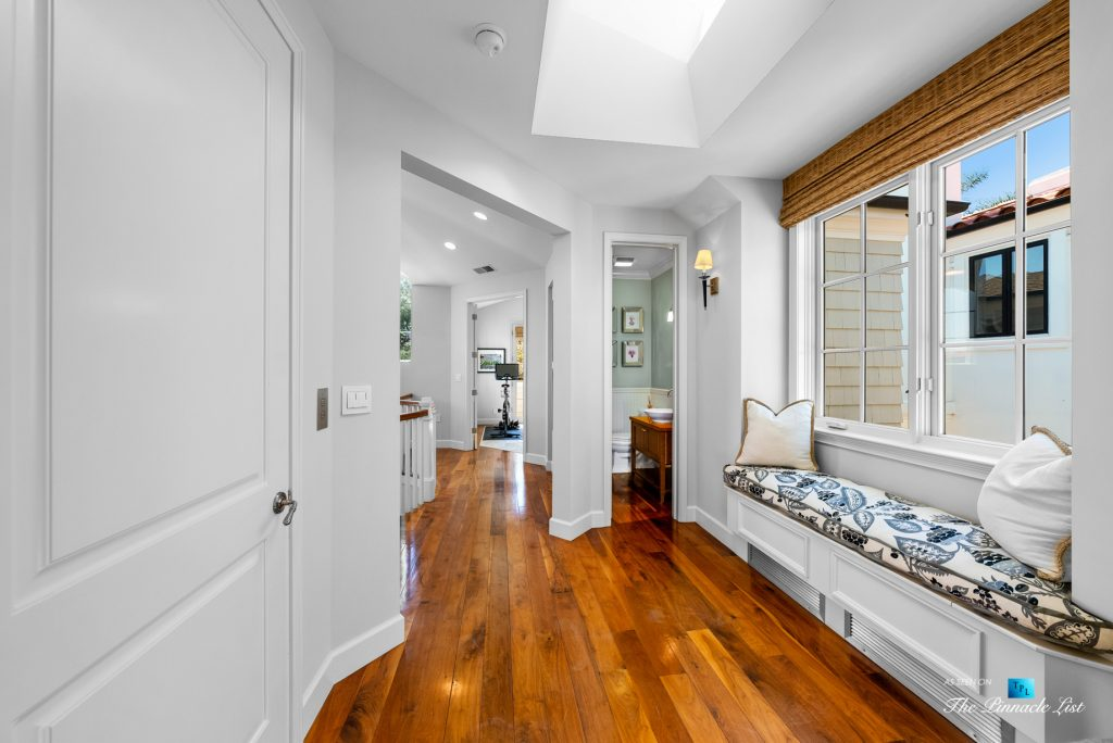 877 8th Street, Manhattan Beach, CA, USA - Top Level Hallway Seating