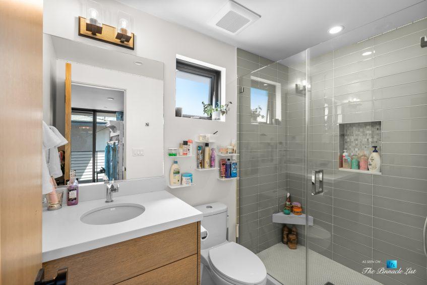 246 30th Street, Hermosa Beach, CA, USA - Bathroom