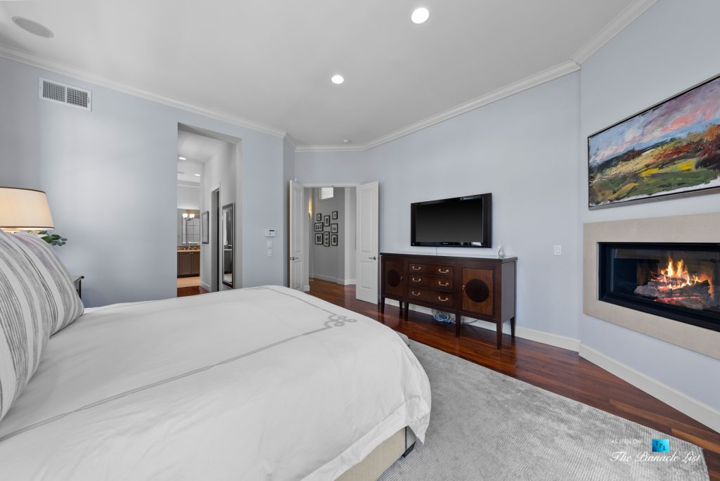 877 8th Street, Manhattan Beach, CA, USA - Master Bedroom Fireplace