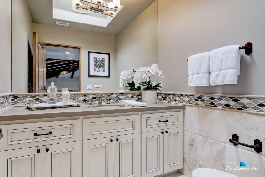 853 10th Street, Manhattan Beach, CA, USA - Washroom