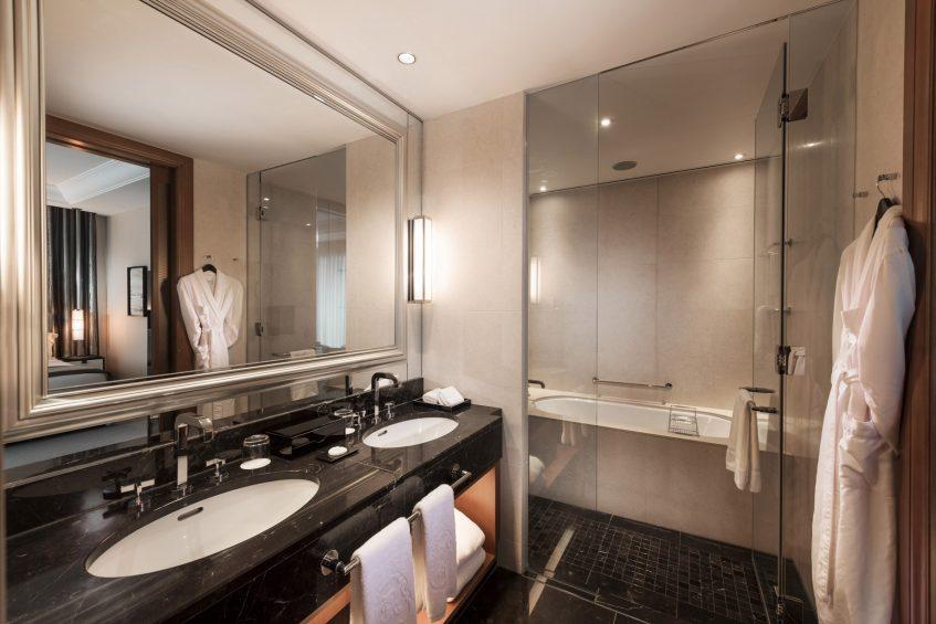 The St. Regis Osaka Luxury Hotel - Osaka, Japan - Deluxe Guest Bathroom