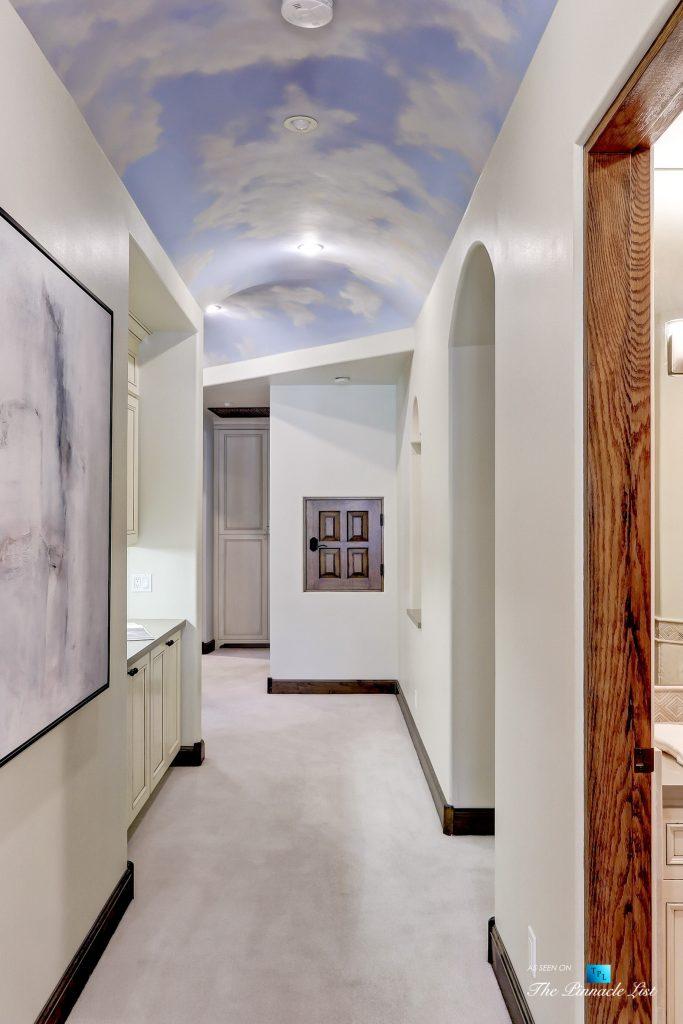 853 10th Street, Manhattan Beach, CA, USA - Hallway