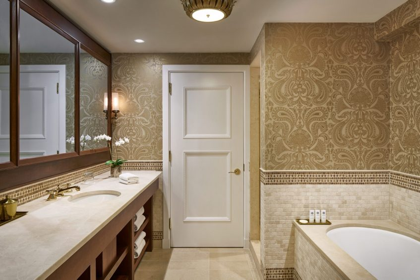 The St. Regis Washington D.C. Luxury Hotel - Washington, DC, USA - Presidential Suite Bathroom