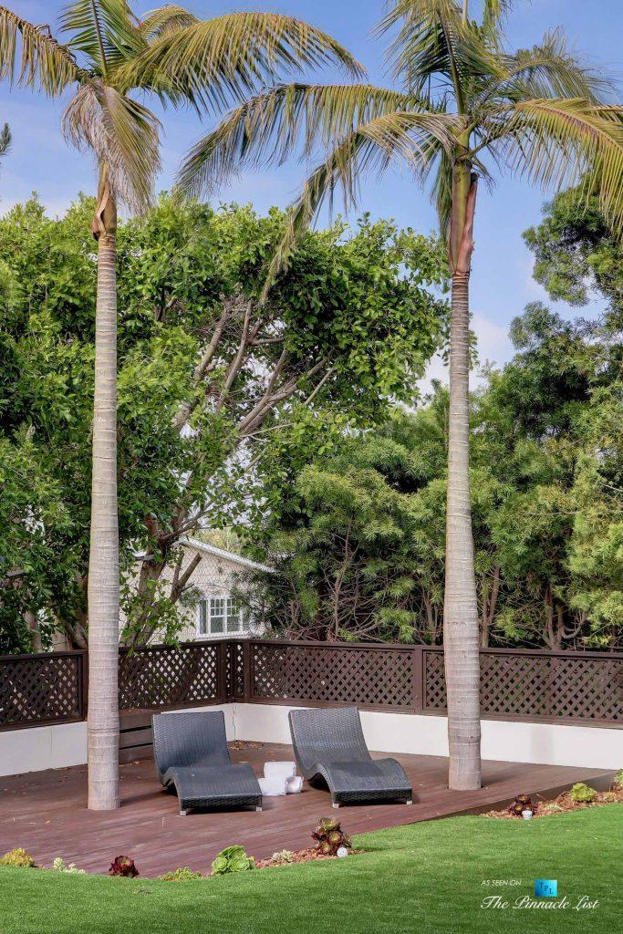 853 10th Street, Manhattan Beach, CA, USA - Backyard Lounge Chairs