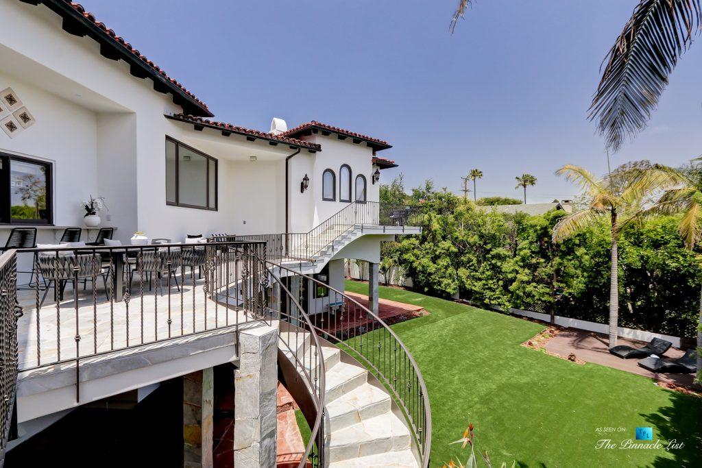 853 10th Street, Manhattan Beach, CA, USA - Rear Deck Backyard View