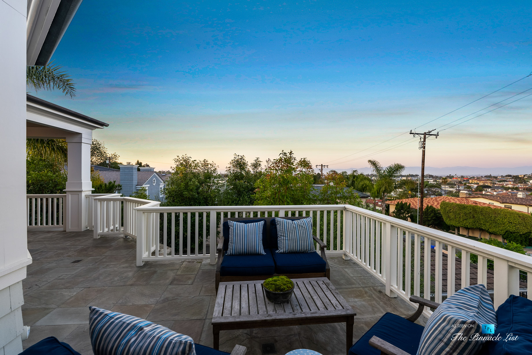 877 8th Street, Manhattan Beach, CA, USA - Top Level Patio Twilight Seating View