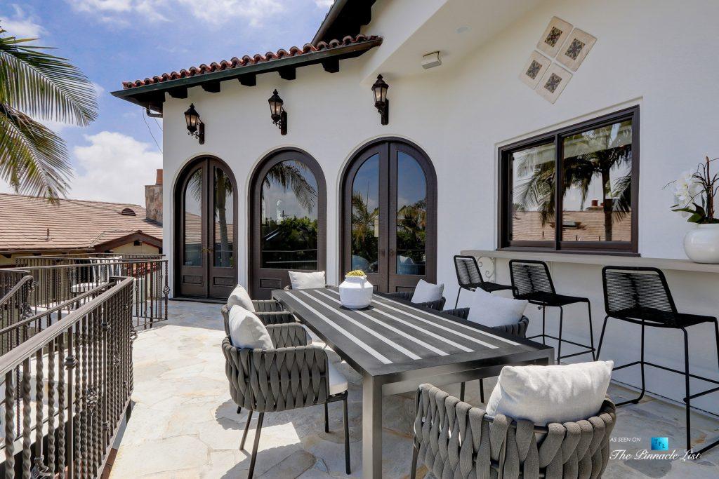 853 10th Street, Manhattan Beach, CA, USA - Rear Deck Table and Chairs