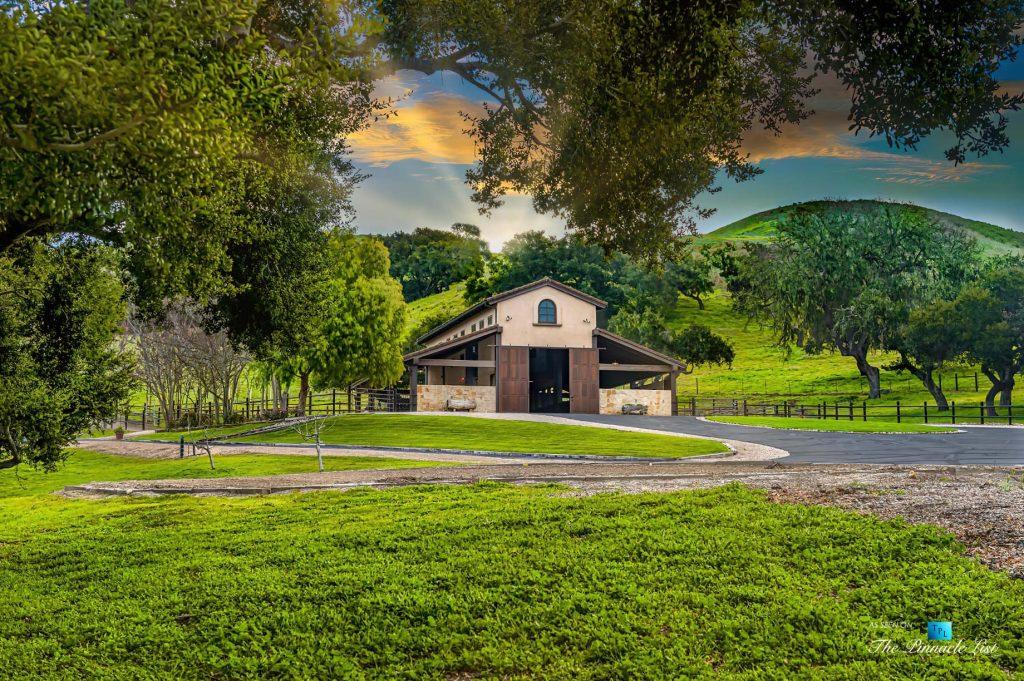 Spectacular 251 Acre Twin Oak Ranch - 2667 Via De Los Ranchos, Los Olivos, CA, USA - Horseman's Barn
