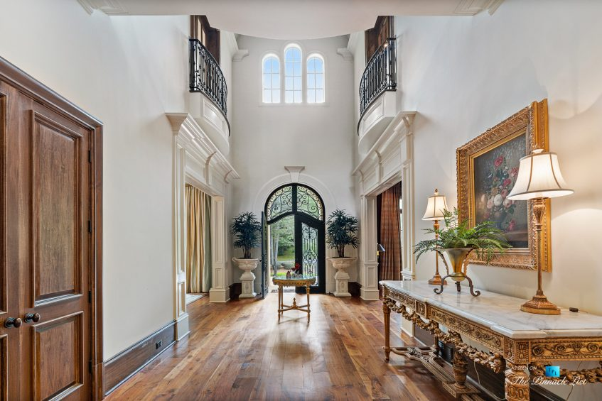 5705 Winterthur Ln, Sandy Springs, GA, USA - Atlanta Luxury Real Estate - Winterthur Estates Home - Front Entrance Foyer
