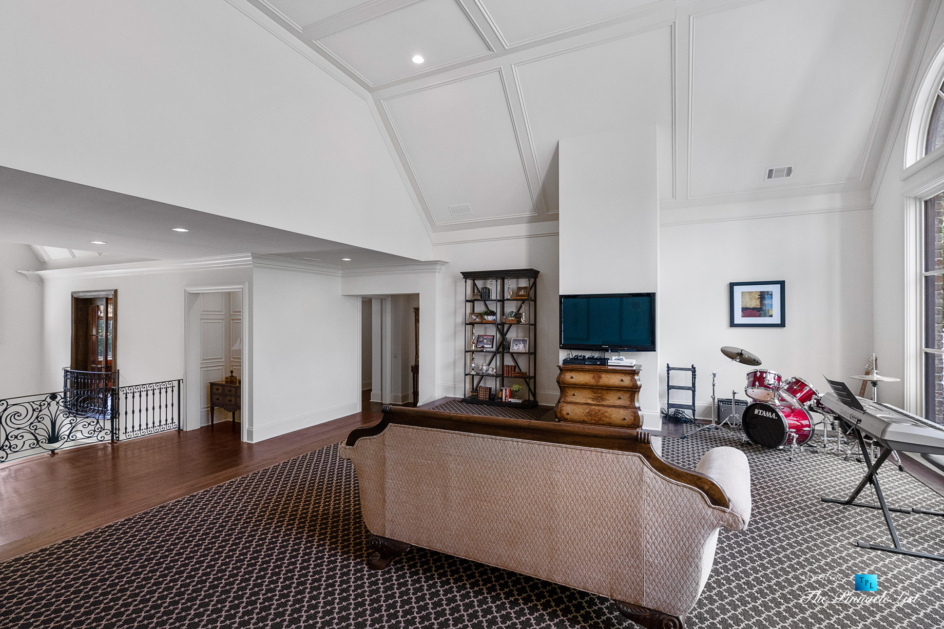 5705 Winterthur Ln, Sandy Springs, GA, USA – Atlanta Luxury Real Estate – Winterthur Estates Home – Family Room
