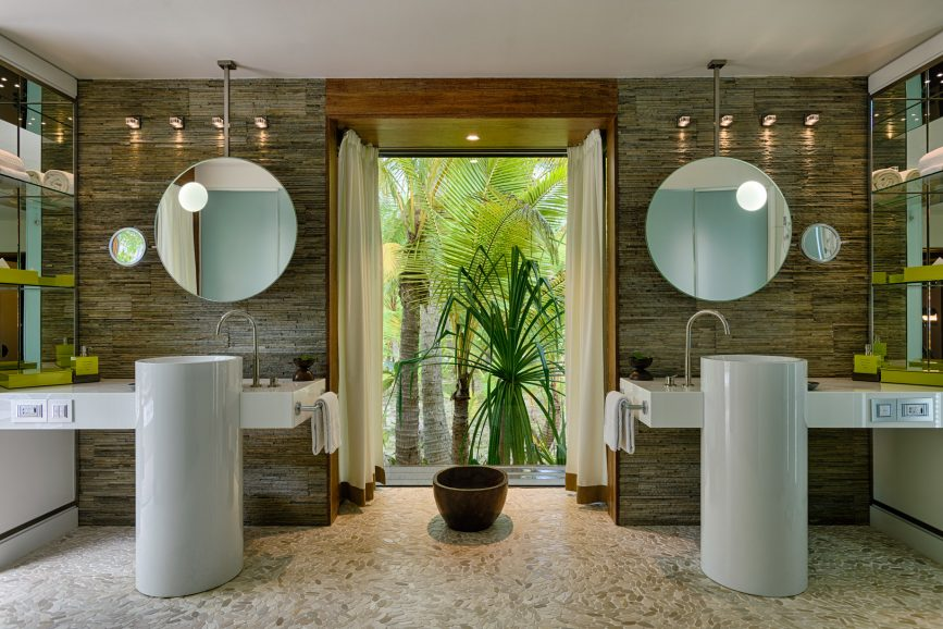 The Brando Luxury Resort - Tetiaroa Private Island, French Polynesia - 1 Bedroom Beachfront Villa Bathroom