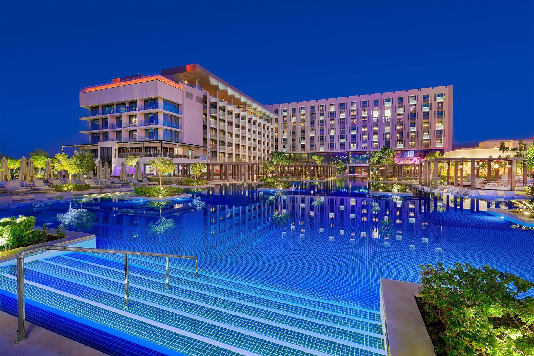 W Muscat Luxury Resort - Muscat, Oman - Exterior Swimming Pool Night