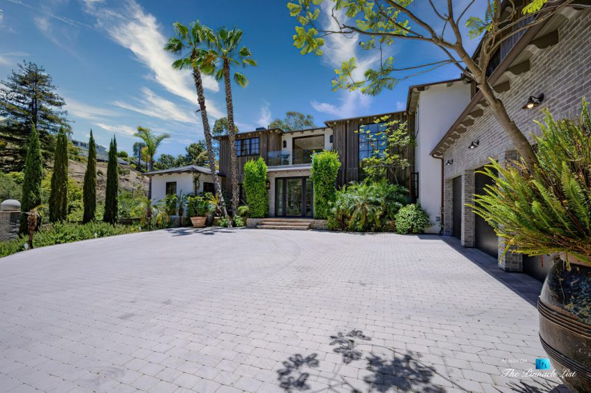 1105 Rivas Canyon Rd, Pacific Palisades, CA, USA - Luxury Real Estate - Front Entrance