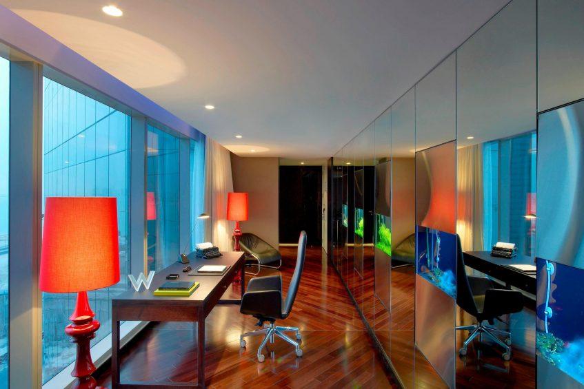 W Doha Luxury Hotel - Doha, Qatar - E WOW Suite Desk