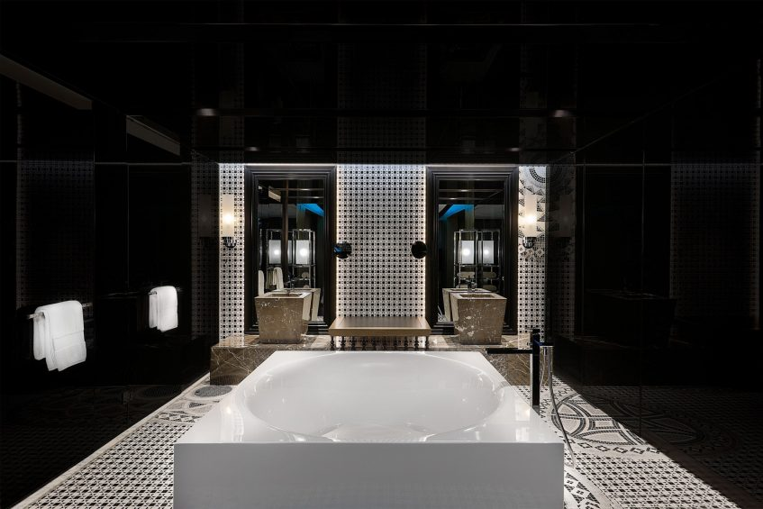 W Muscat Luxury Resort - Muscat, Oman - Suite Bathroom Tub