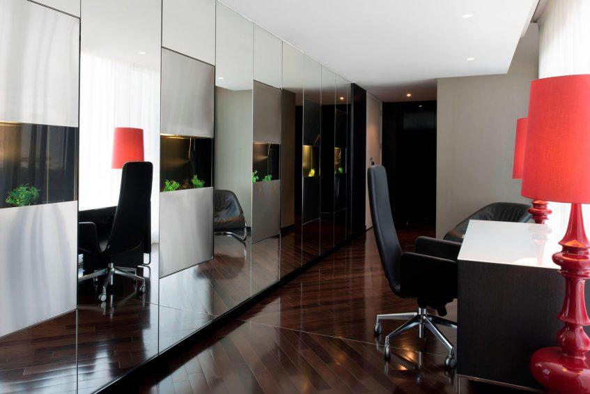 W Doha Luxury Hotel - Doha, Qatar - E WOW Suite Mirrored Room