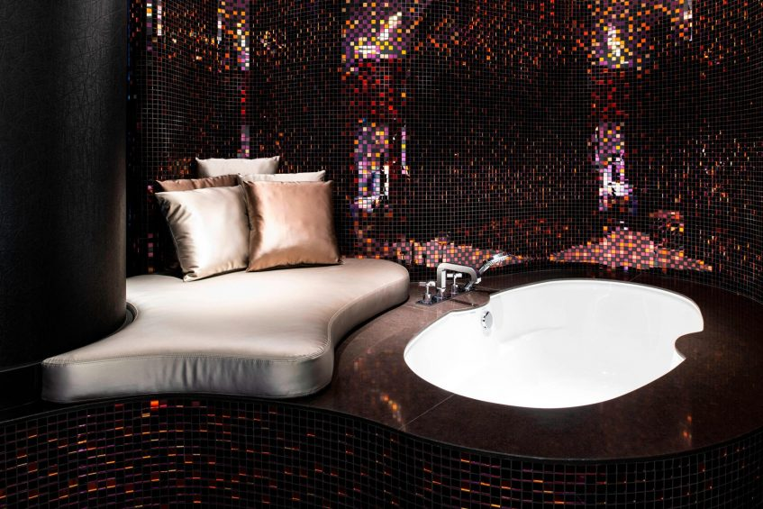 W Dubai The Palm Luxury Resort - Dubai, UAE - Cool Corner Suite Bathtub