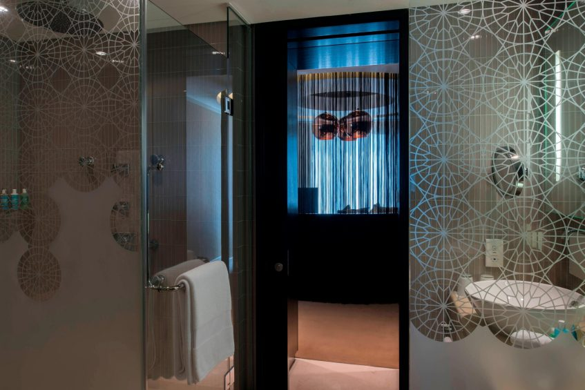 W Doha Luxury Hotel - Doha, Qatar - W Suite Bathroom