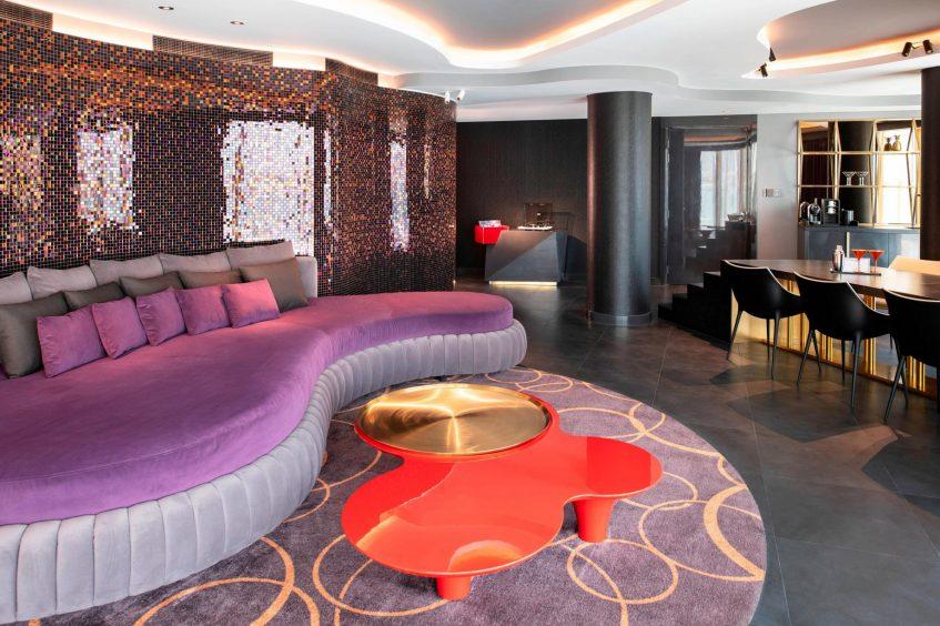 W Dubai The Palm Luxury Resort - Dubai, UAE - Fantastic Suite Living Room