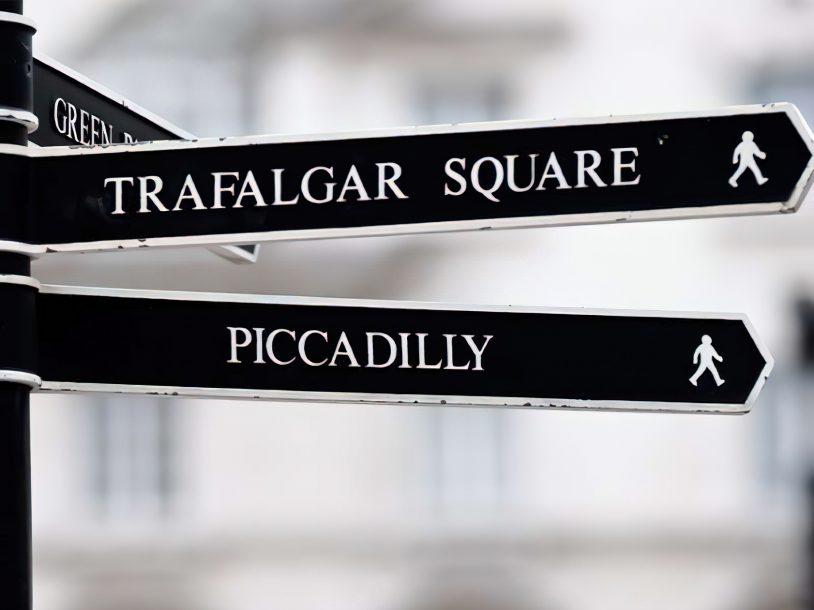 Bvlgari Luxury Hotel London - Knightsbridge, London, UK - London Piccadilly Directional Sign