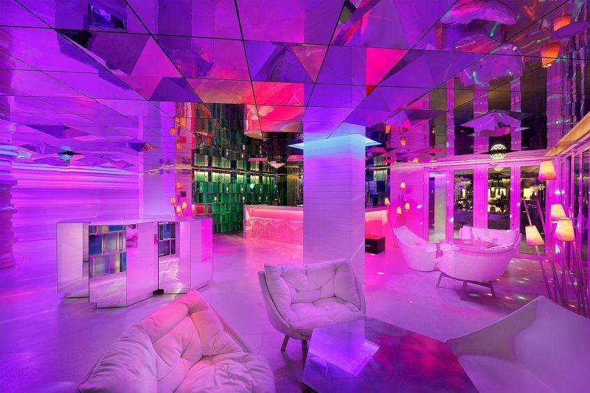 W Muscat Luxury Resort - Muscat, Oman - WET Deck Lounge Night