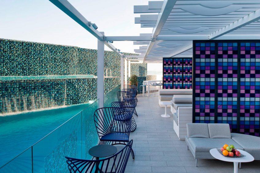W Doha Luxury Hotel - Doha, Qatar - Wahm Lounge Wet Deck Bar