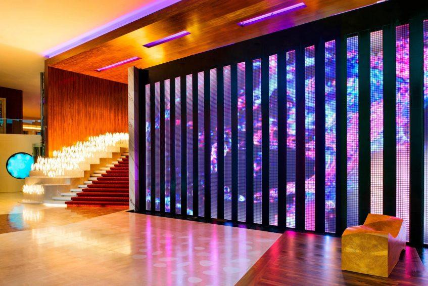 W Singapore Sentosa Cove Luxury Hotel - Singapore - Entrance Digital Wall