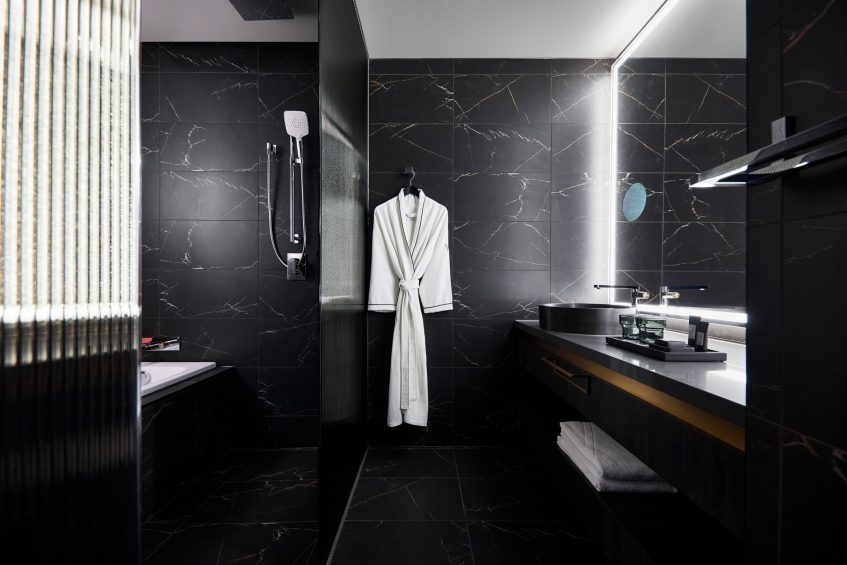 W Melbourne Luxury Hotel - Melbourne, Australia - Cozy King Room Bathroom