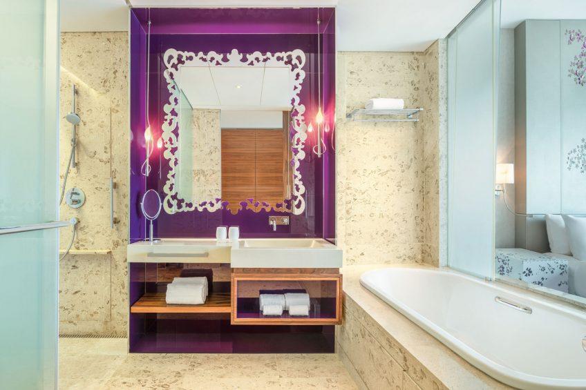 W Singapore Sentosa Cove Luxury Hotel - Singapore - Guest Bathroom
