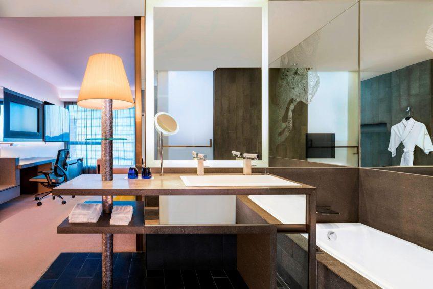 W Hong Kong Luxury Hotel - Hong Kong - Spectacular Room Bathroom